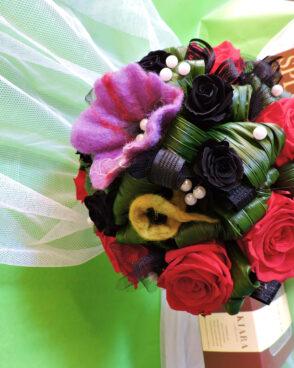 Brautstrauß mit roten Rosen
